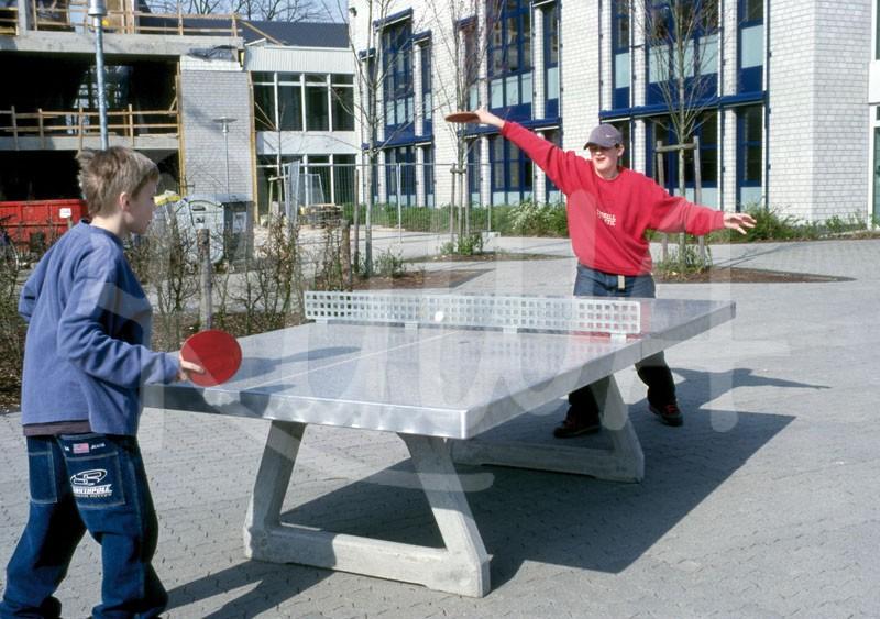 Tischtennistisch aus Beton