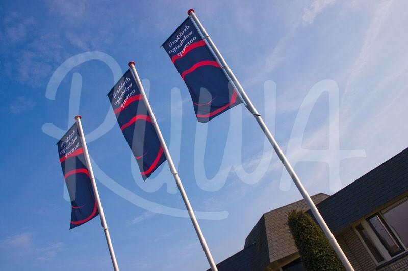 Fahnenmast sichtbare Werbung bei windstille - Bild 1