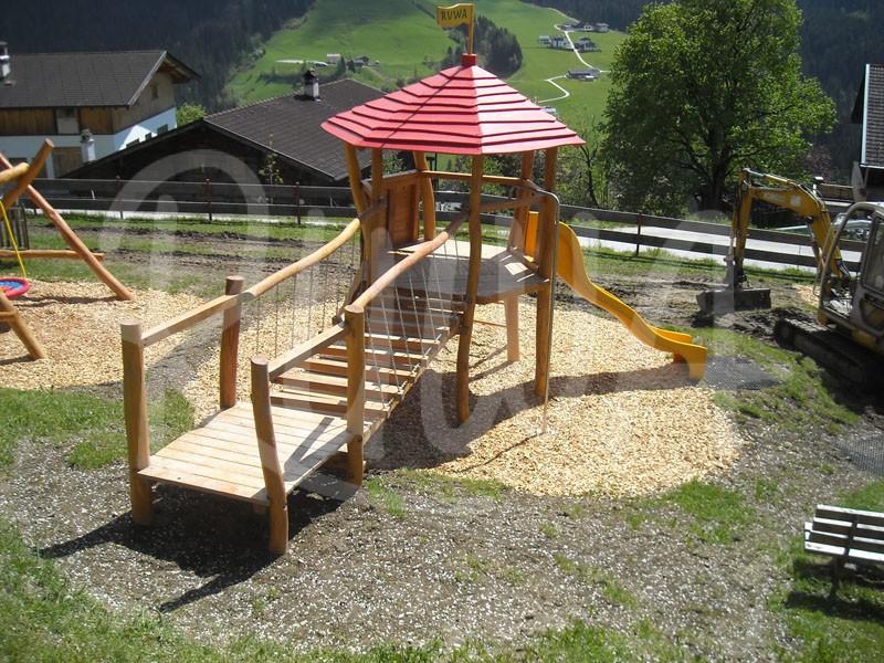 Sechseckturmanlage mit Wackelbrücke aus Robinie