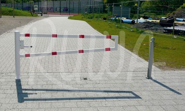 Drehbare Wegsperre mit selbsteinrastender Verriegelung - Bild 1